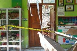 Polisi olah TKP atap sekolah ambruk di Pasuruan