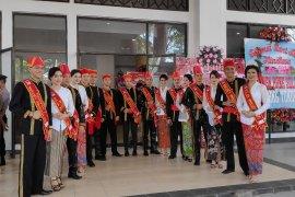 Wulan-Waraney Minahasa menjemput tamu Hari Jadi Minahasa Page 1 Small