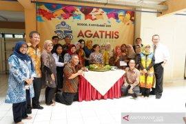 Ikatan Agathis berikan bantuan perlangkapan laundry kepada mahasiswa IPB