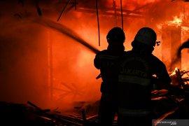 Jelang lebaran, rumah di Duren Sawit Jakarta terbakar