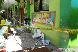 Polda kirim tim labfor identifikasi penyebab atap sekolah ambruk