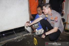 Terungkap, jasad pria korban pembunuhan dicor di lantai mushalla