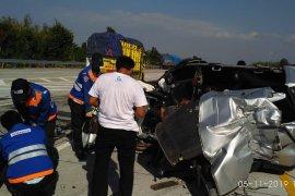 Terjadi kecelakaan diduga sopir mengantuk, satu anggota polisi tewas dua luka - luka