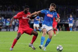 Tampil tidak konsisten, Napoli ditahan imbang Salzburg 1-1