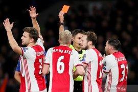 Chelsea butuh dua kartu merah untuk imbangi Ajax 4-4