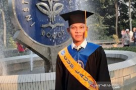 Anak buruh dari Semarang jadi wisudawan terbaik di IPB