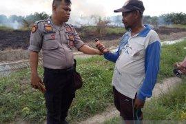 Di Rokan Hilir, seorang guru ditangkap saat bakar lahan