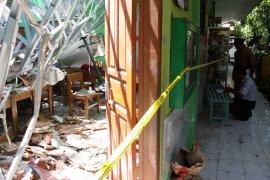 Siswa sekolah ambruk diliburkan selama sepekan