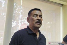 Iwan Bule agar tegas terhadap anggota Exco PSSI bermasalah, kata Umuh Muchtar