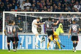 Liga Champions - Lyon hidupkan peluang tembus 16 besar setelah Tekuk Benfica 3-1