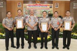 Polisi teladan, tiga pamen Polda Sumbar raih penghargaan