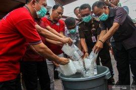 Polisi Riau musnahkan 65 kg ganja
