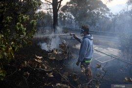 Berita dunia -  Dua orang ditemukan tewas dan 100 rumah hancur di Australia