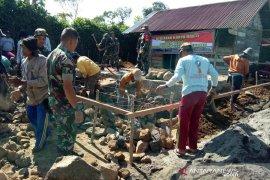 TNI Kodim 0409/Rejang Lebong bedah rumah warga tidak layak huni