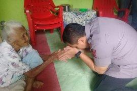 Jumat Barokah, Kapolres Binjai kunjungi nenek-nenek jompo