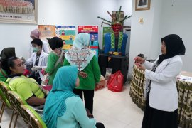 FKG UI edukasi kaum lansia untuk pemakaian gigi tiruan
