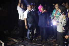 Gubernur Jatim tinjau Pasar Ngunut yang terbakar