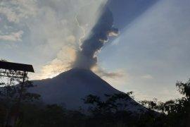 Gunung Merapi keluarkan awan panas setinggi 1.500 meter, status waspada