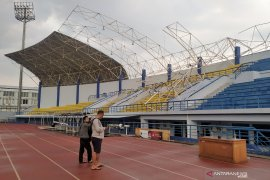 Hujan dan angin kencang akibatkan atap tribun timur Stadion Arcamanik rusak