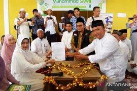 Pembina Yayasan Ponpes Satu Quran bimbing Putu masuk Islam