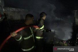 Kebakaran hanguskan 45 kios pedagang di pasar penampungan sementara Sukabumi