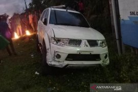 Mobil anggota dewan Aceh Jaya hantam pelajar di Sampoiniet