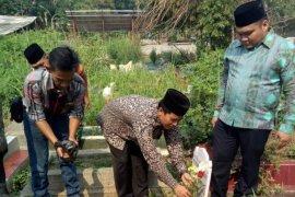 KPU Depok berziarah ke makam petugas KPPS meninggal saat bertugas