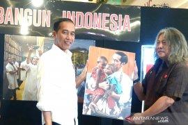 Presiden Jokowi terkesan foto dirinya gendong dua anak Papua