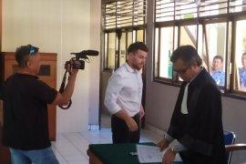 Warga Australia divonis empat bulan penjara dalam kasus penganiayaan
