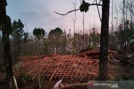 Angin kencang robohkan 8 rumah warga Boyolali