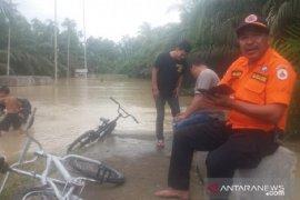 Banjir Aceh Utara sudah surut, warga bersihkan sisa lumpur