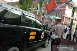 Densus 88 olah TKP ledakan bom di Polrestabes Medan