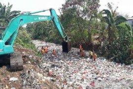 Ratusan ton sampah diangkut dari Kali Jambe Bekasi
