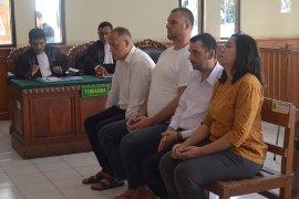 """Tiga WNA Bulgaria diadili karena """"skimming"""" di Denpasar"""