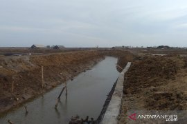 Jelang musim hujan, Pemkab Pamekasan keruk sungai untuk antisipasi banjir