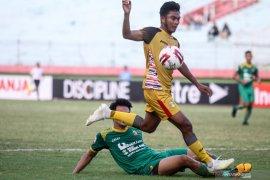 Mitra Kukar lawan Sriwijaya FC