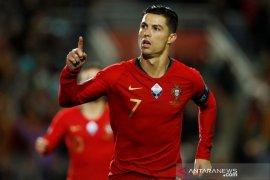 Hattrick Ronaldo  ramaikan pesta gol  timnas Portugal ke gawang Lithuania