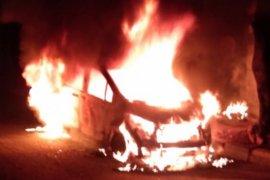 Petugas terangkan  pemicu mobil terbakar di dekat Mapolsek Jatinegara