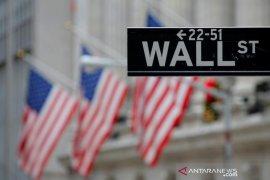 Wall Street jatuh setelah Trump dites positif terpapar COVID-19