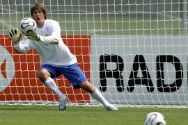 Van der Sar urung gabung MU setelah teken kontrak jangka panjang di Ajax