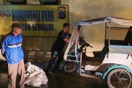 Polisi amankan penarik becak pelaku pembuangan bangkai babi di Medan