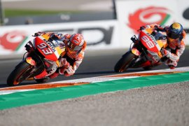 Marc Marquez bawakan gelar juara untuk Honda di Valencia, Lorenzo pamitan
