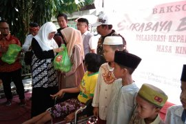 Puluhan komunitas baksos di Rusunawa Sumbo Surabaya