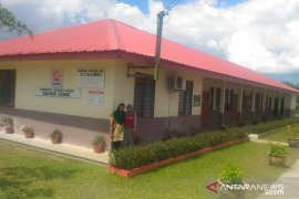 Gubernur Sultra Ali Mazi ingatkan guru peduli kebersihan sekolah
