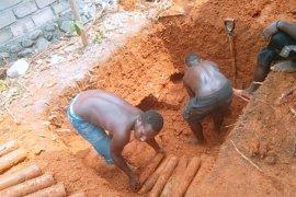 Pekerja bangunan temukan ratusan amunisi artileri di Manokwari