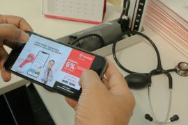 Untuk layanan kesehatan, Telkomsel berkolaborasi dengan Halodoc