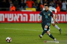 Penalti Messi selamatkan Argentina dari kekalahan lawan Uruguay