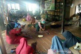 Pengusaha China tertarik kerajinan eceng gondok serta purun Amuntai