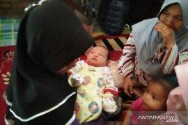 Seorang ibu melahirkan bayi perempuan tanpa tanda kehamilan