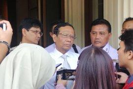 Mahfud sambut baik KPK ajukan Judicial Review UU KPK